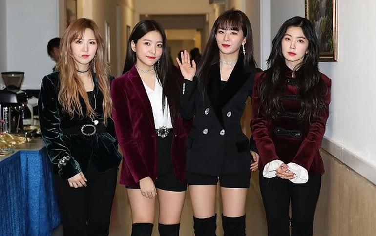 Foto: Gaya Cantik Girl Band Red Velvet yang Tampil di Depan