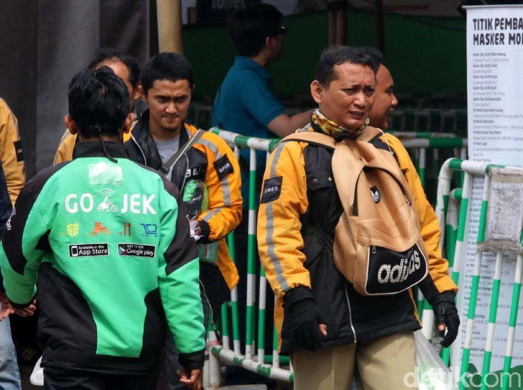 Driver Uber Ramai-ramai Kabur ke Go-Jek