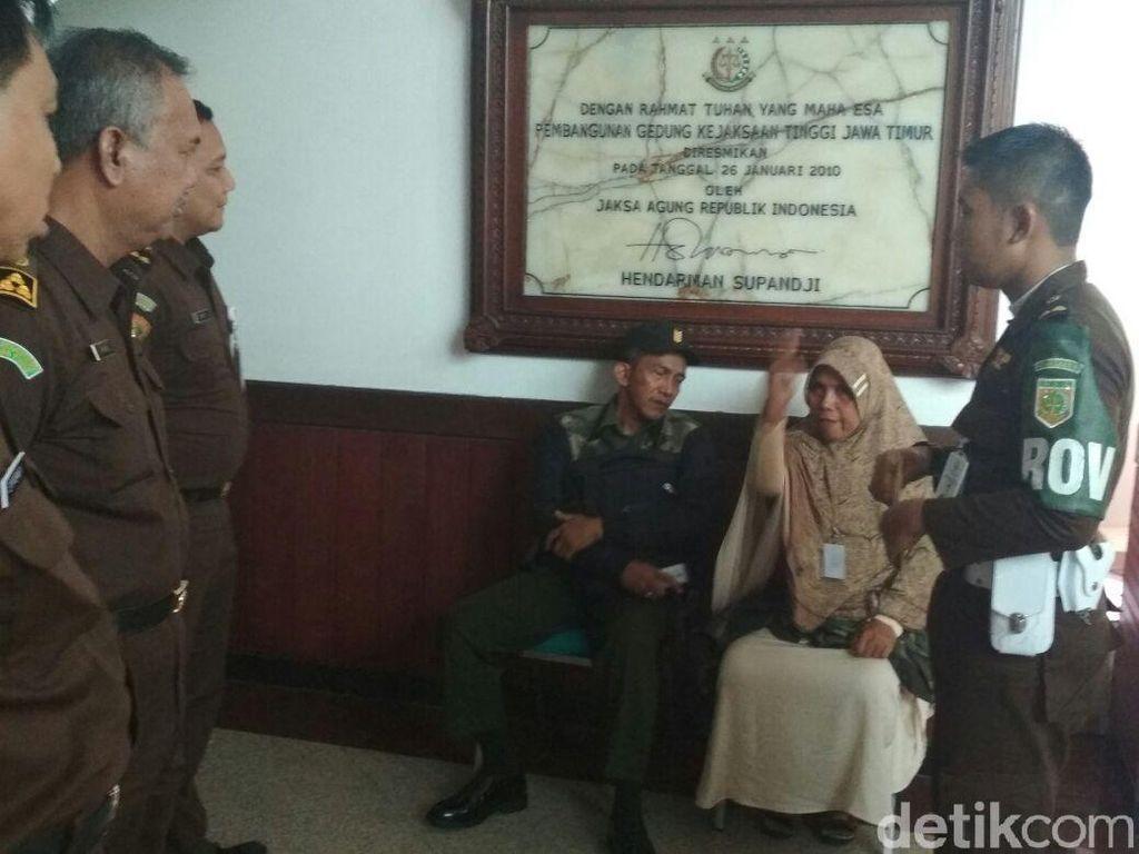Tolak Ditahan, Tersangka Korupsi Aset Pemkot Surabaya Bikin Gaduh