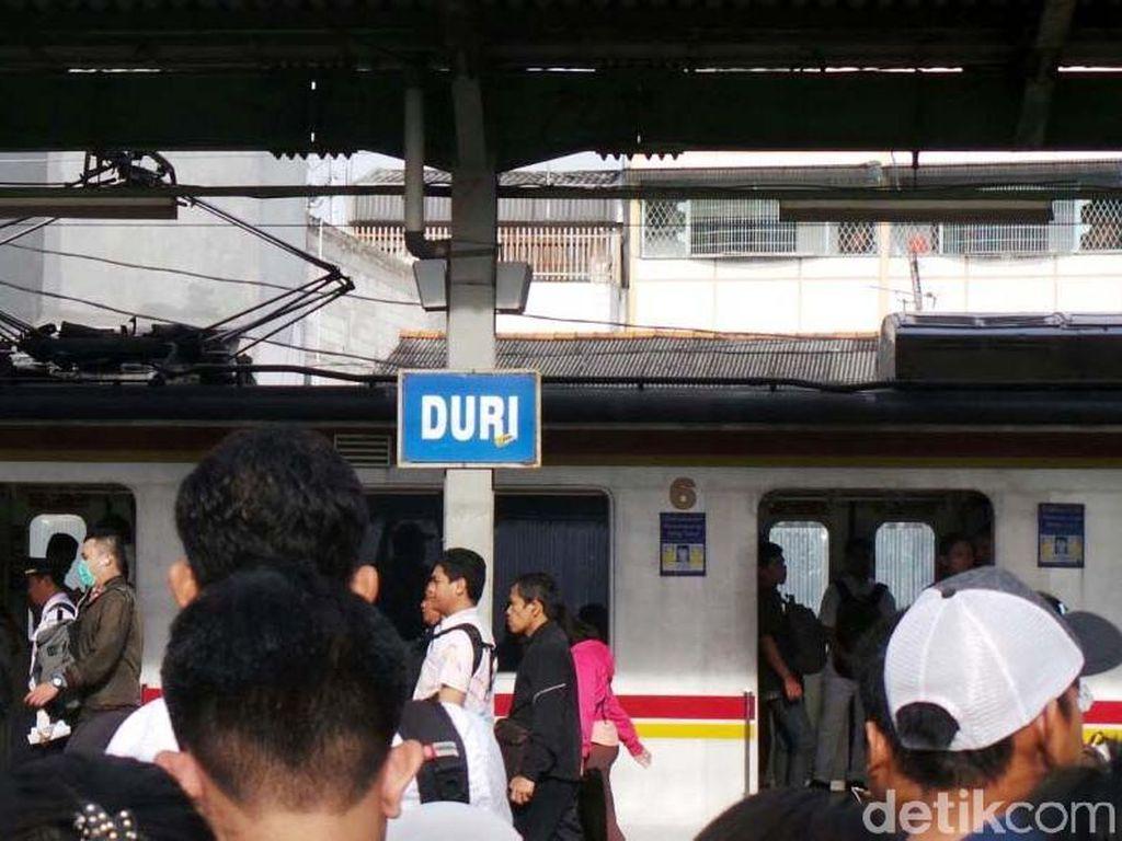 Penumpang Tunggu KRL Datang di Stasiun Duri dari 20 Jadi 30 Menit