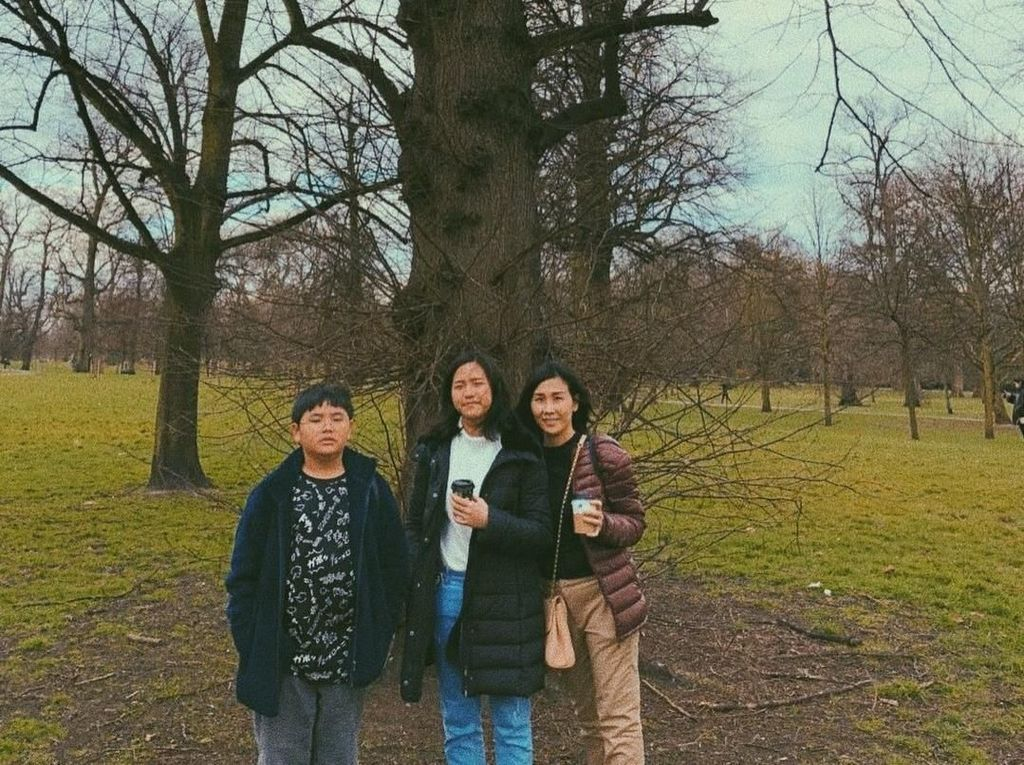 Jelang Sidang Putusan Cerai, Vero Ajak 2 Anaknya ke London