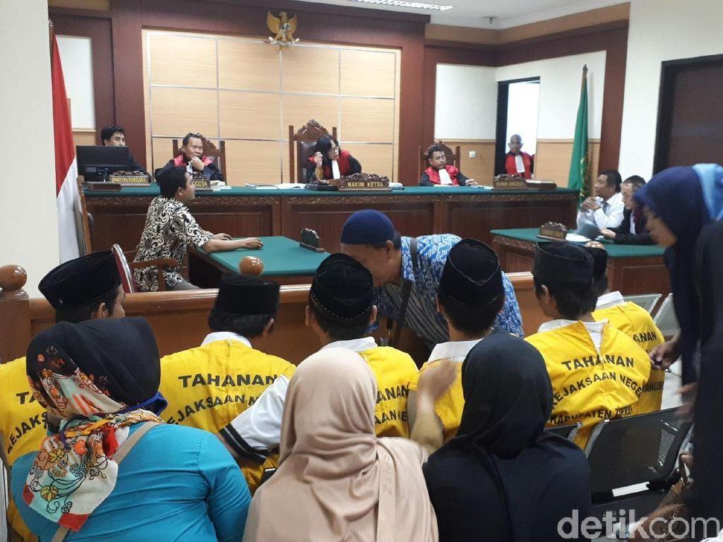 Ketua RT dkk yang Telanjangi Sejoli di Tangerang Baca Pembelaan