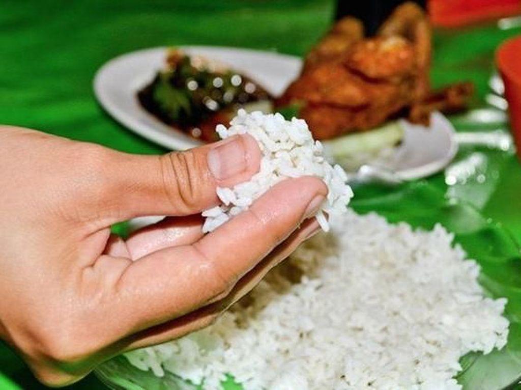 5 Alasan yang Buktikan Makan dengan Tangan Jauh Lebih Sehat