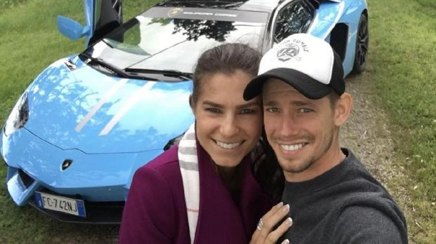 Adriana dan Casey Stoner sudah memiliki dua anak.