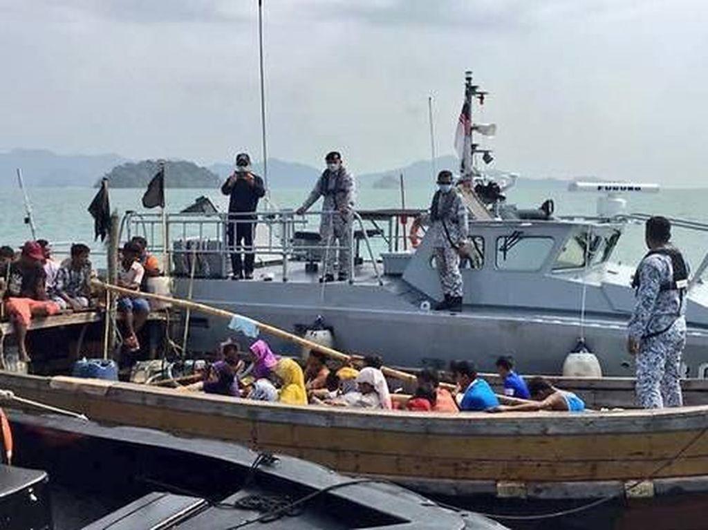 Malaysia Cegat Kapal yang Bawa Puluhan Pengungsi Rohingya