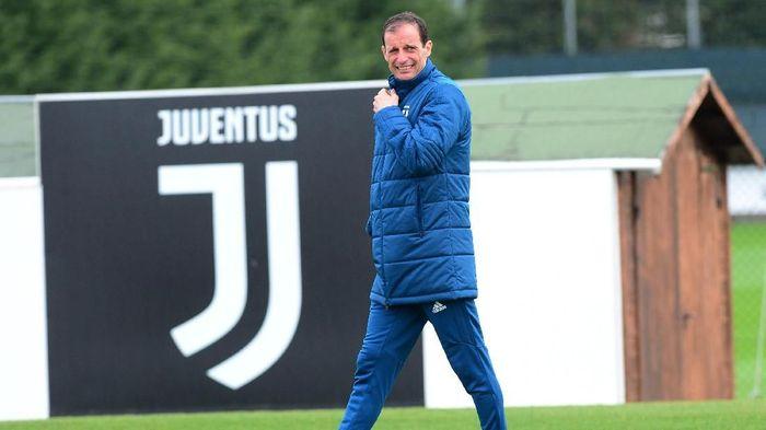 Massimilliano Allegri tak akan meninggalkan Juventus musim depan, kecuali dia dipecat (REUTERS/Massimo Pinca)