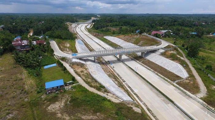 Jika sudah dioperasikan, Jalan Tol Balikpapan-Samarinda dapat memangkas biaya logistik karena distribusi barang antar dua kota tersebut menjadi lebih cepat. (Foto: dok. Wika)