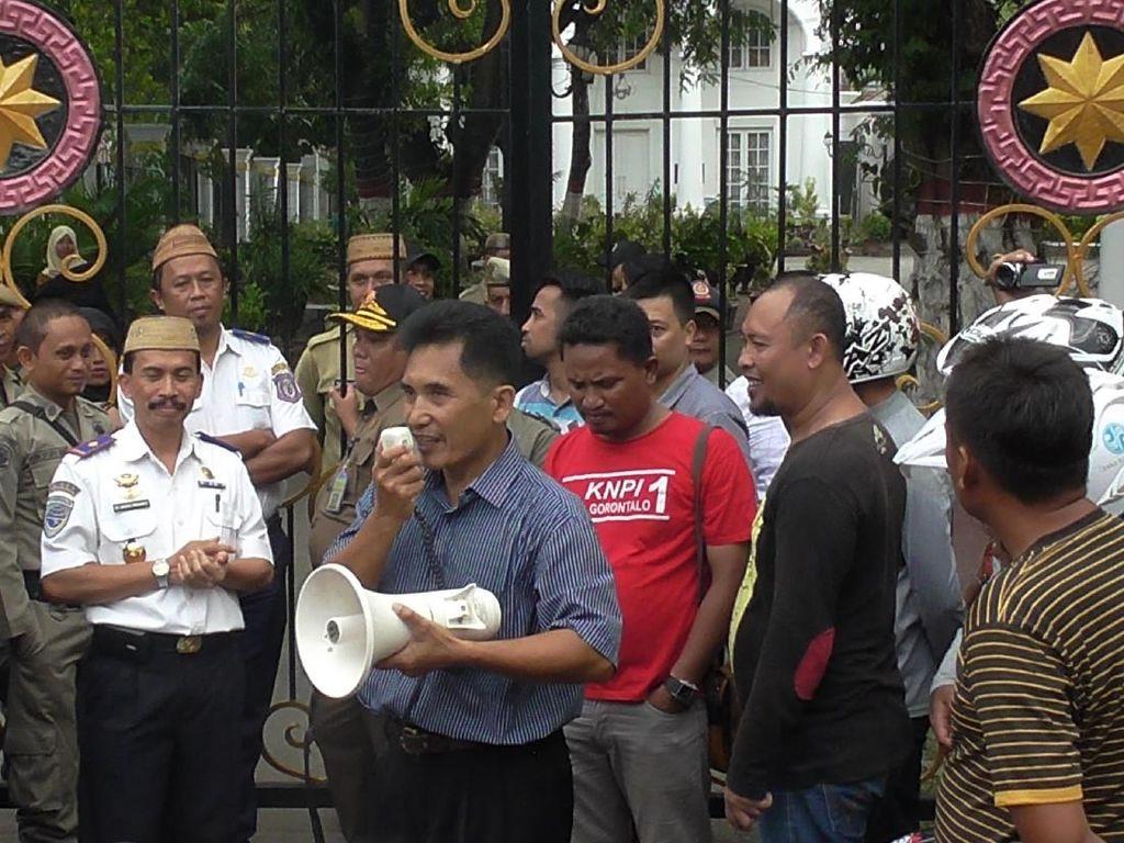 Pengemudi Bentor Gorontalo Demo Tolak Kehadiran Grab