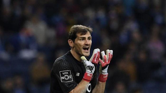 Iker Casillas sudah tersisih untuk mengawal gawang Spanyol di Piala Dunia 2018. Meski begitu, ia tidak pernah menyatakan pensiun dari timnas. Musim ini, ia sukses mengantar FC Porto menjadi juara Liga Portugal. Foto: FRANCISCO LEONG/AFP PHOTO