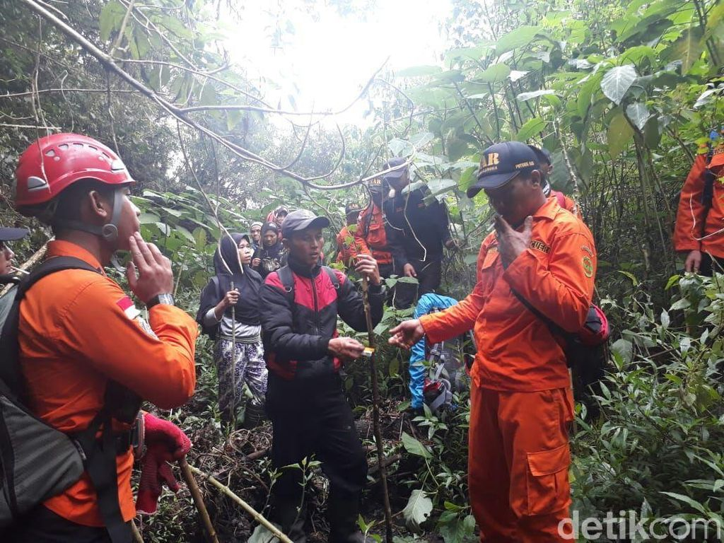 Pencarian Suminah yang Hilang di Gunung Slamet Dilanjutkan Besok
