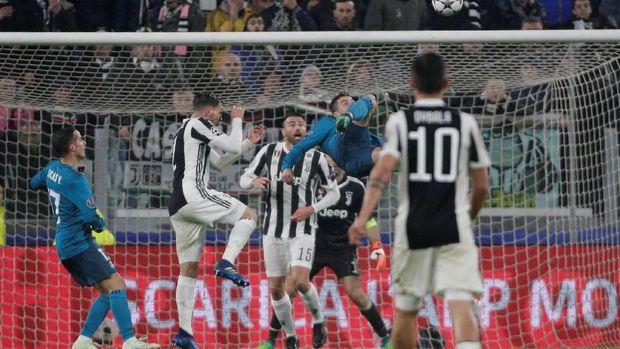 Cristiano Ronaldo mencetak gol melalui tendangan salto dan hanya membuat para bek Juventus serta kiper Gianluigi Buffon terperangah. (