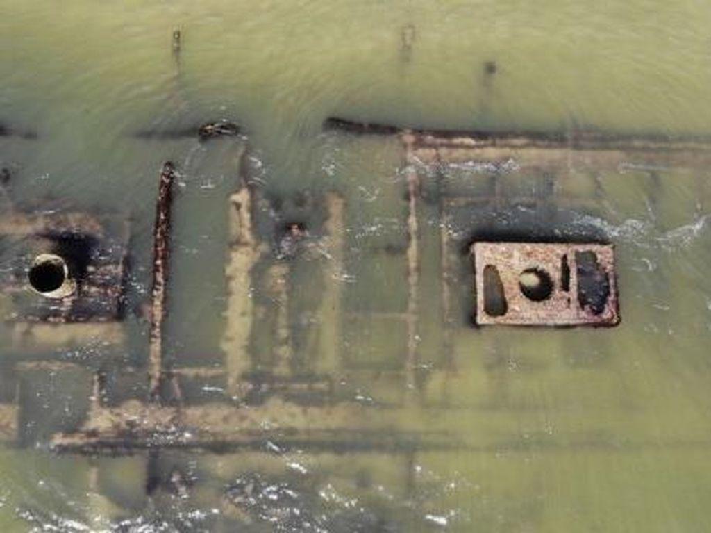 Foto: Bangkai Kapal Perang Sipil AS Tertangkap Kamera Drone