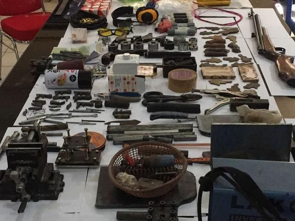 Perakit Senpi di Tangerang Produksi 300 Pucuk Selama Setahun