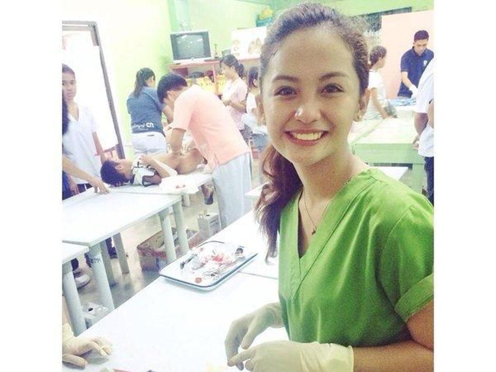 Foto: Cantiknya Krestle Deomampo, Perawat Sunat Dari Filipina