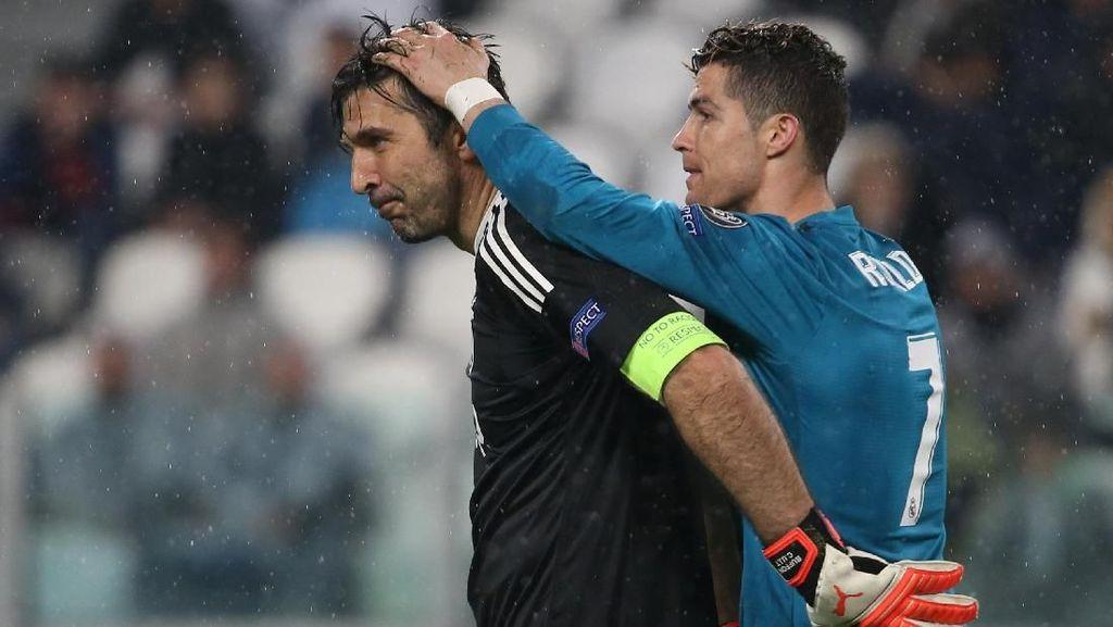 Pelukan Sportivitas Ronaldo-Buffon