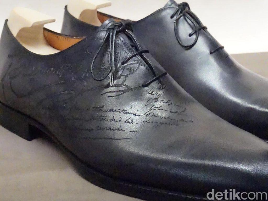 Foto: Intip Detail Sepatu Rp 30 Jutaan yang Dipakai Hotman Paris