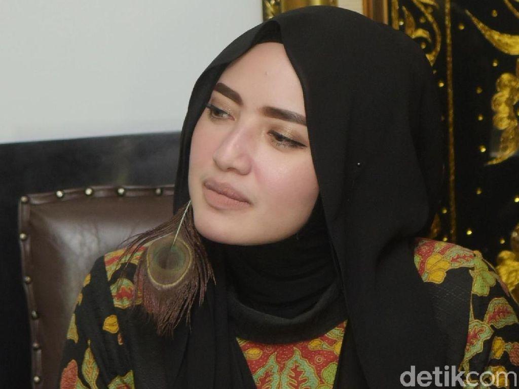 Yulia Mochamad Tak Mau Komentar soal Opick Bahagia Dengannya