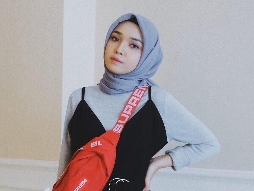Foto: Gaya 13 Selebgram Hijab Pakai Fanny Pack, Tas Pinggang Kekinian