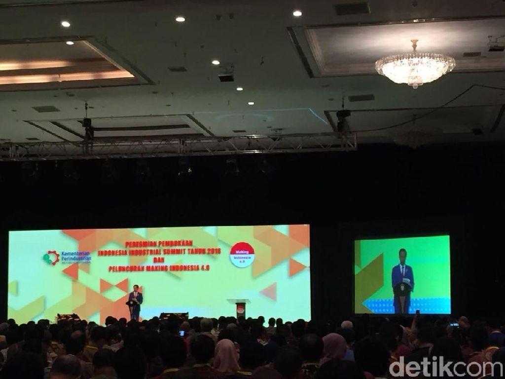 Pantun Pat-pat Gulipat Airlangga yang Bikin Jokowi Tertawa