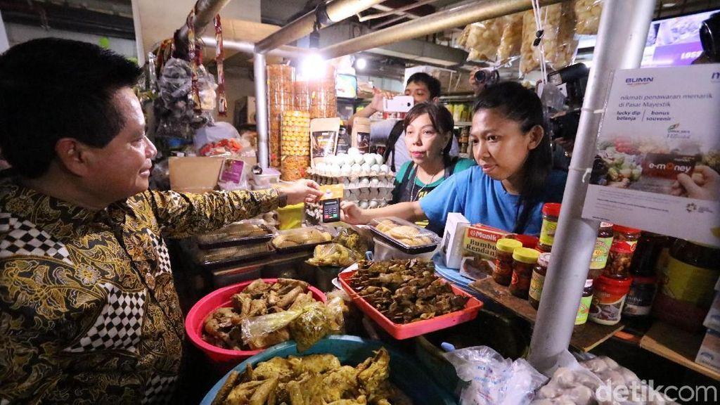 Belanja di Pasar Bisa dengan e-Money