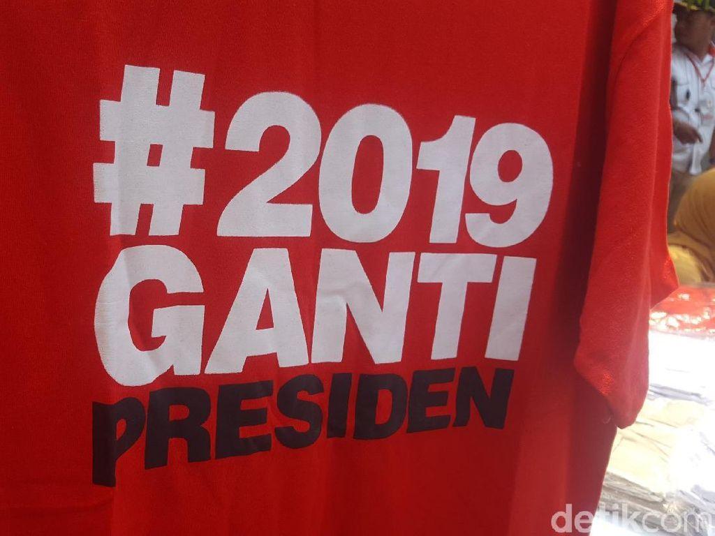 Foto: Aneka Kaus #2019GantiPresiden yang Dijual di Rakernas Gerindra