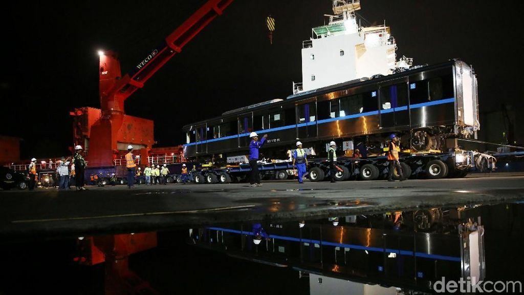 Kereta MRT Jakarta Tiba di Priok dari Jepang, Yuk Lihat Fotonya