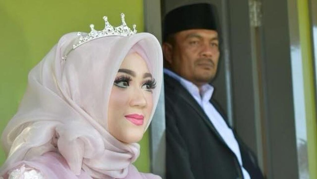 Potret Istri Kades di Aceh yang Dipuji bak Barbie di Foto Pernikahannya