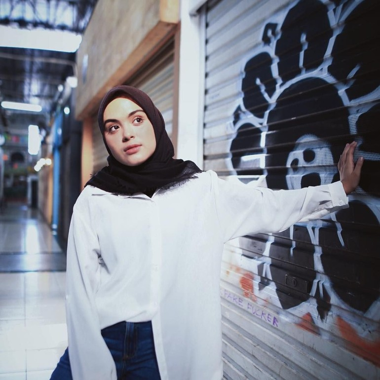Gaya Hijab Vebby Palwinta