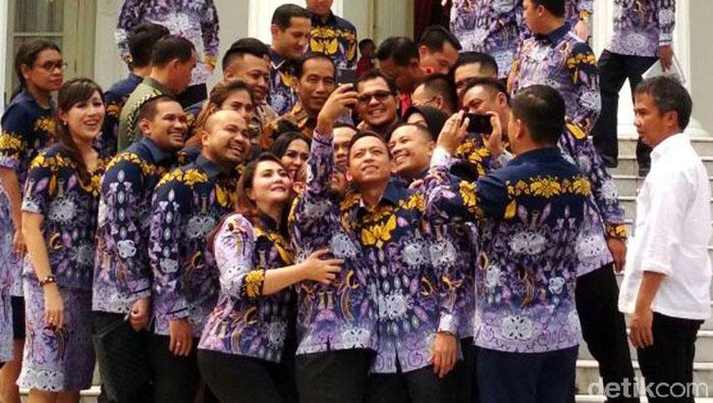 Usai Curhat di Istana Merdeka, Pengusaha Selfie Bareng Jokowi