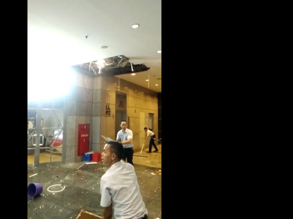 Video Amatir Plafon BEI yang Jebol