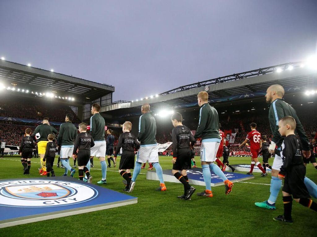 Foto: Liverpool Membuka Jalan ke Semifinal