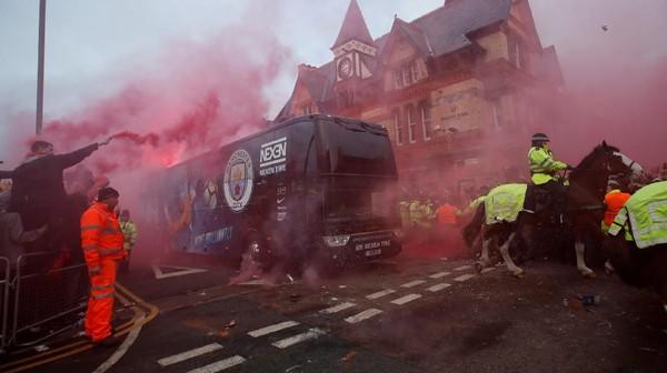 Guardiola Tak Paham Kenapa Bus City Diserang