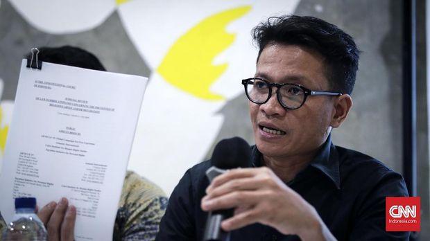Direktur Eksekutif Amnesty International, Usman Hamid  saat konpers di Jakarta, Kamis, 5 April 2018. Amnesti Internasional Indonesia menyesalkan putusan Mahkamah Agung (MA) yang menolak Peninjauan Kembali (PK) yang diajukan oleh Basuki Tjahaja Purnama. CNNIndonesia/Safir Makki