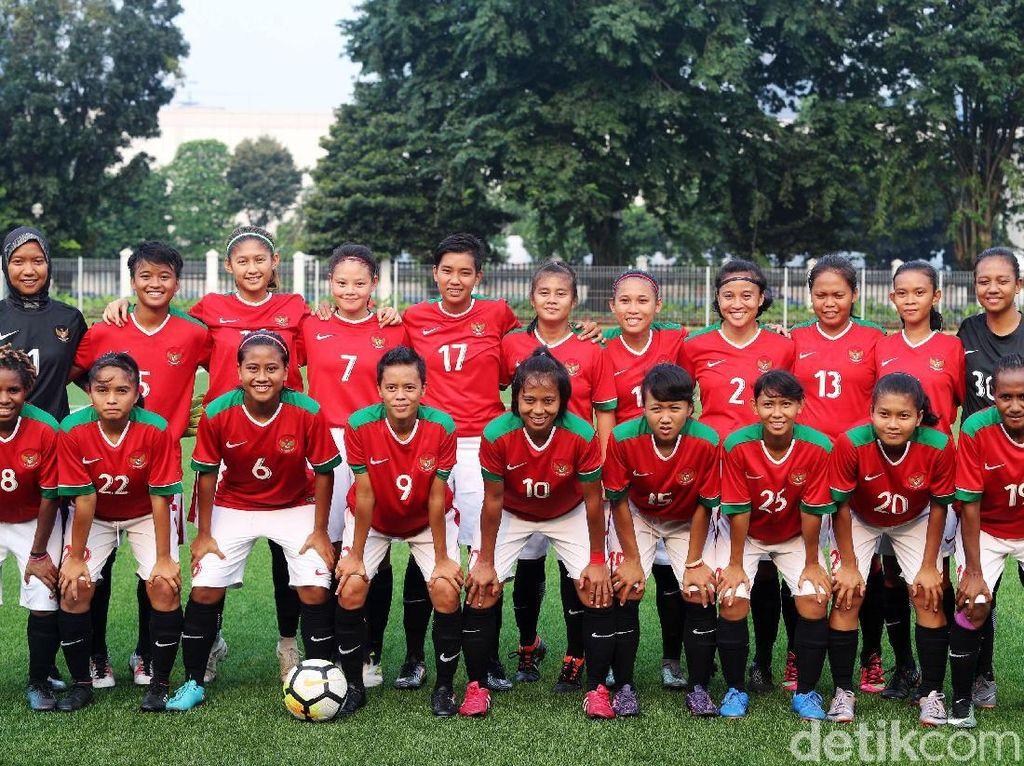 Timnas Wanita Taklukkan Legenda Indonesia 3-2