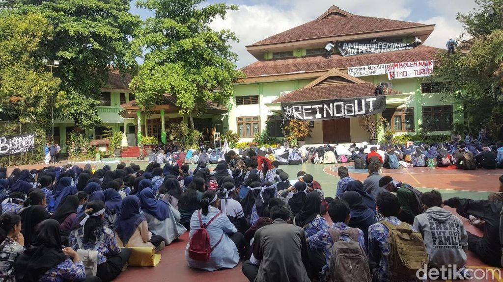 Demo Besar-besaran Pelajar SMA 2 Malang Berujung Pencopotan Kepsek