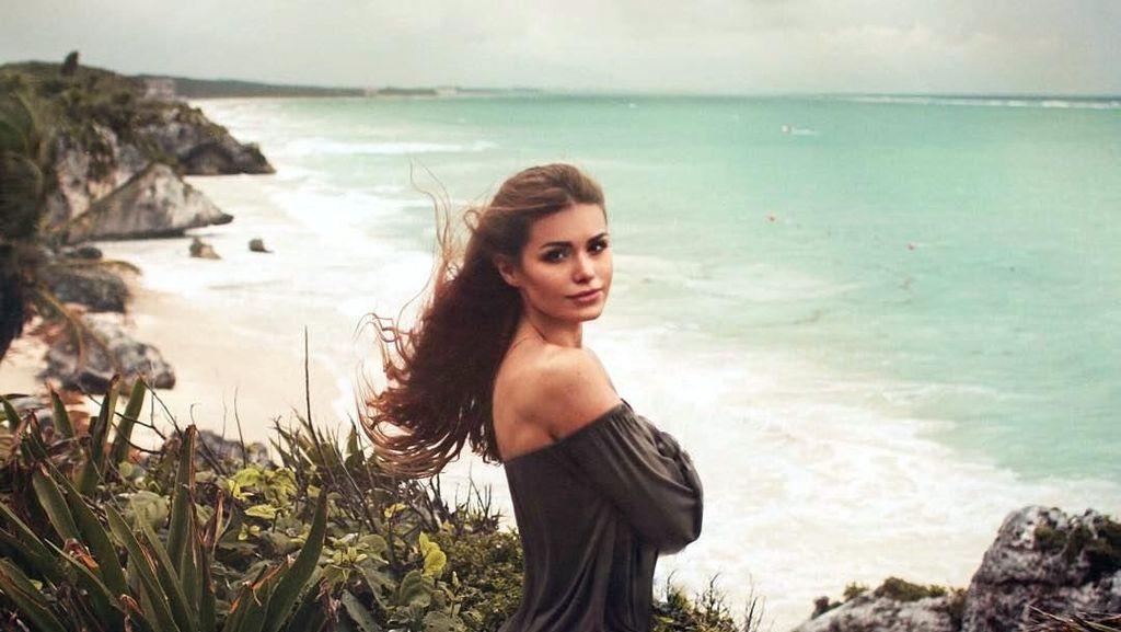 Pacar Loris Karius & Pantai-pantai Cantik yang Dikunjunginya