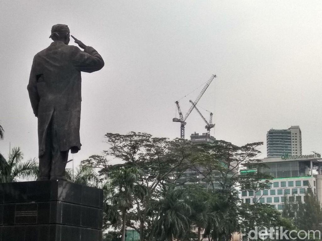 Patung Jenderal Sudirman yang Bolong Diperbaiki Hari Ini