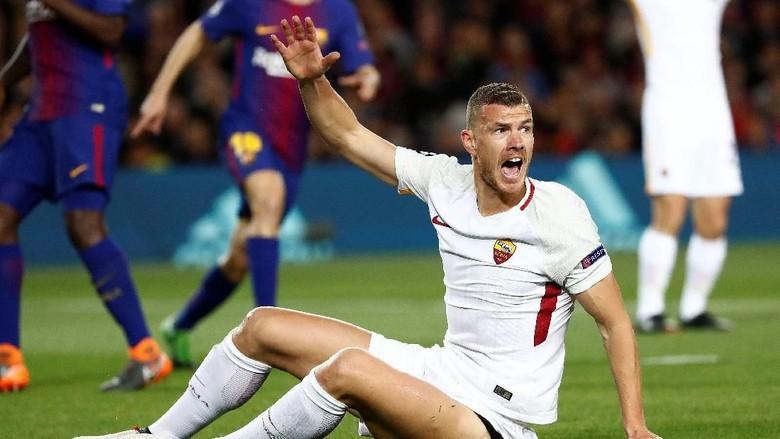Dzeko: Wasit Kurang Berani Beri Penalti di Camp Nou