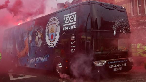 Bus City Dilempari Suporter Liverpool Saat Tiba di Anfield
