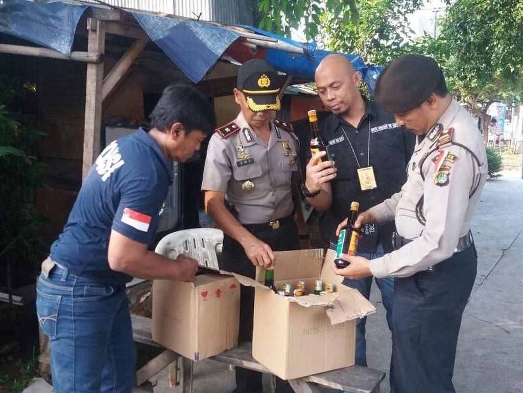 Ratusan Liter Tuak dan Miras Disita Polisi di Tangerang