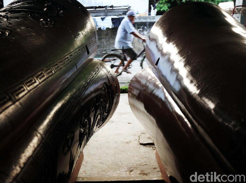 Melihat Pembuatan Peti Mati di Tangerang