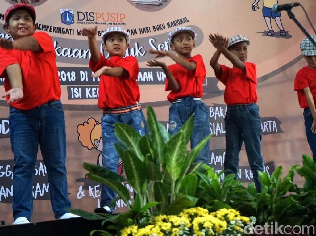 Aksi Anak-anak ABK di Hari Buku Internasional