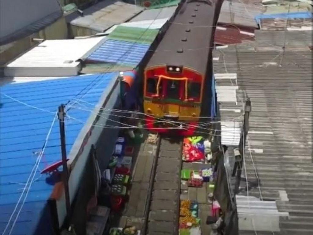Aura Kasih & Pasar Paling Mengerikan di Thailand