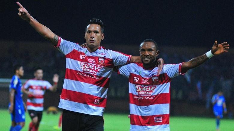 Madura United Bersabar untuk Rebut Puncak Klasemen