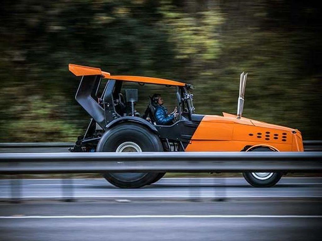 Ini Tampang Traktor Paling Ngebut di Dunia