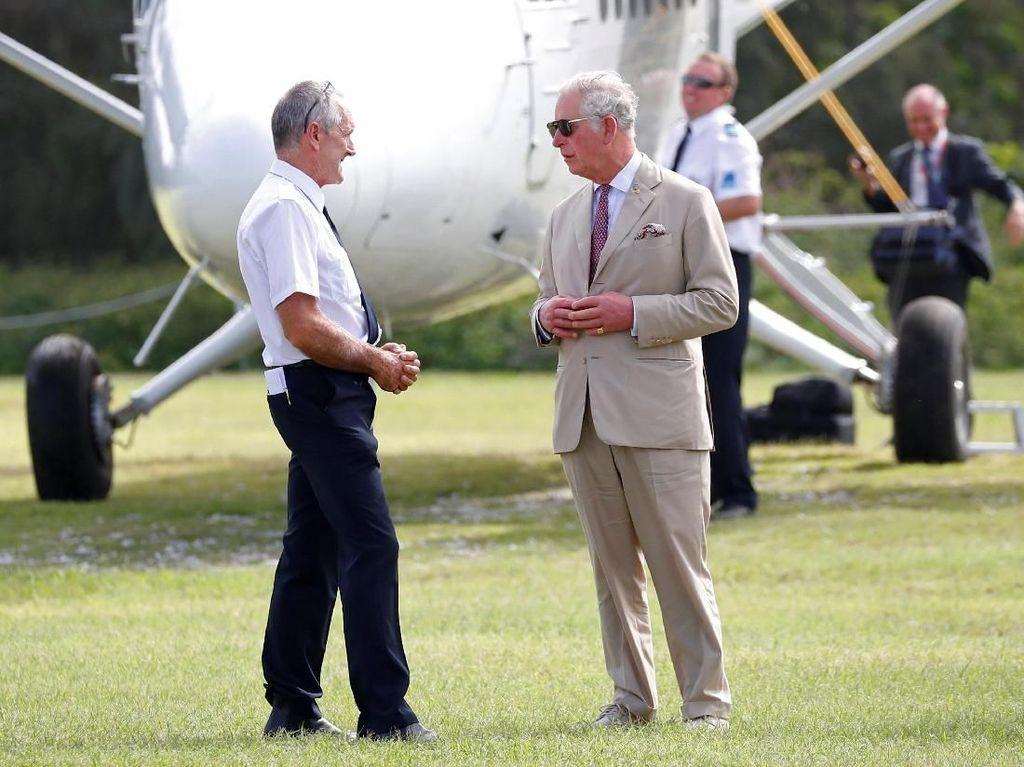 Kunjungi Pantai di Queensland, Pangeran Charles Tetap Berjas