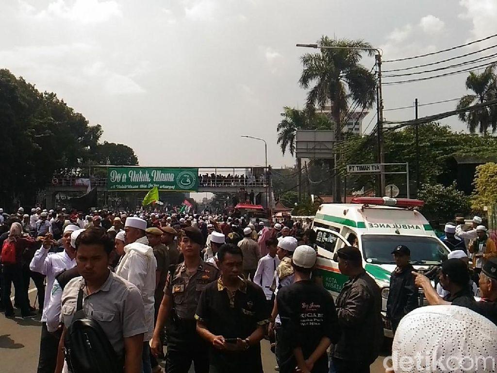 Foto: Massa PA 212 Bersiap Demo Sukmawati