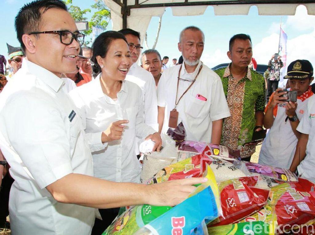 Rini Beli Beras Organik hingga Jagung di Banyuwangi, Borong Bu