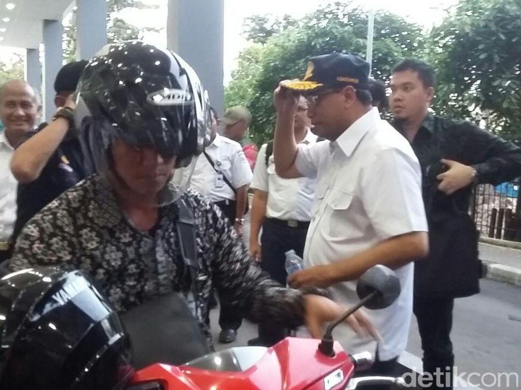 Dibonceng Ajudan Naik Motor, Budi Karya Sidak Stasiun Duri