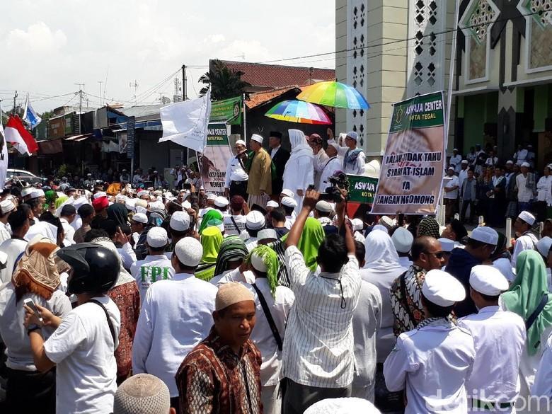 Desak Penegakan Hukum, Massa di Tegal juga Demo Sukmawati